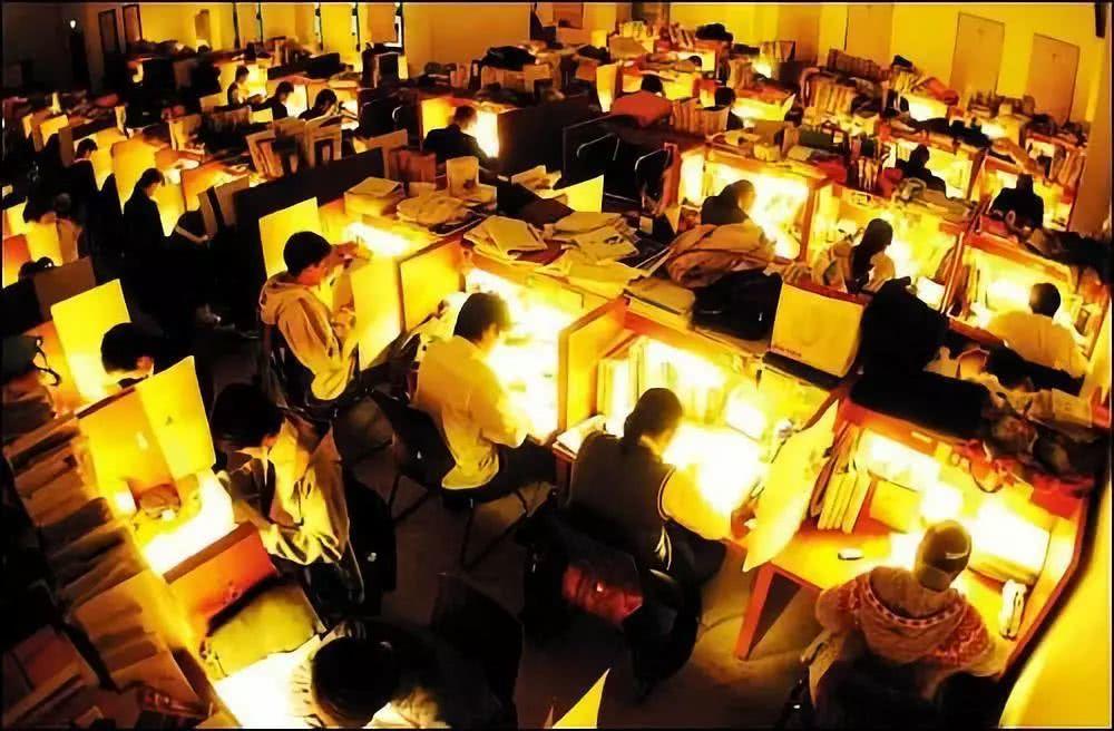 """""""你见过凌晨四点的哈佛吗?""""中国学生拼起命来,连觉都不用睡"""