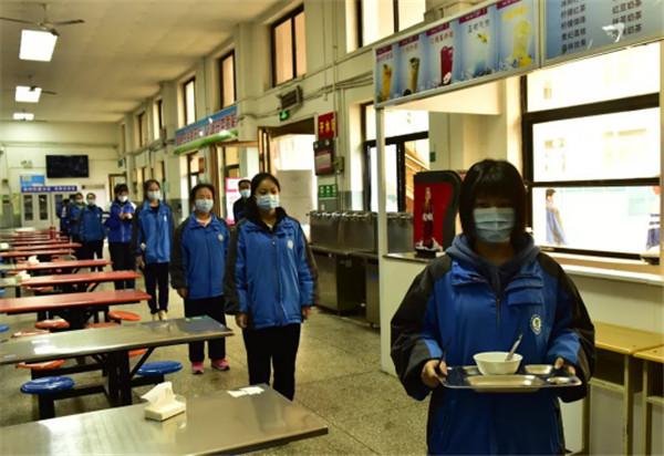 太原第十九中学师生为高考而战